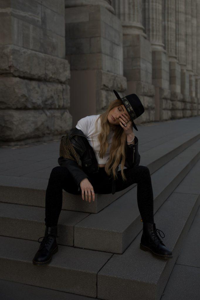 Hates Denim Loves Leggings   Lisa Fiege